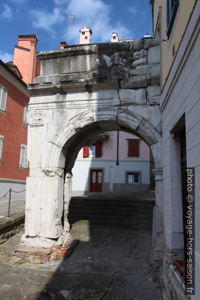 L'Arco di Riccardo vu du bas. Photo © André M. Winter