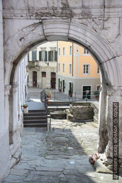 L'Arco di Riccardo. Photo © Alex Medwedeff