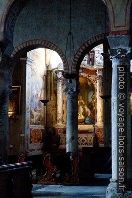 Colonnes et chapelle dans la Cattedrale di San Giusto. Photo © Alex Medwedeff