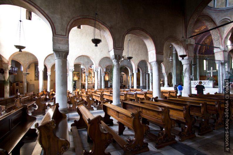 Vue transversale par les nefs de la Cattedrale di San Giusto. Photo © André M. Winter