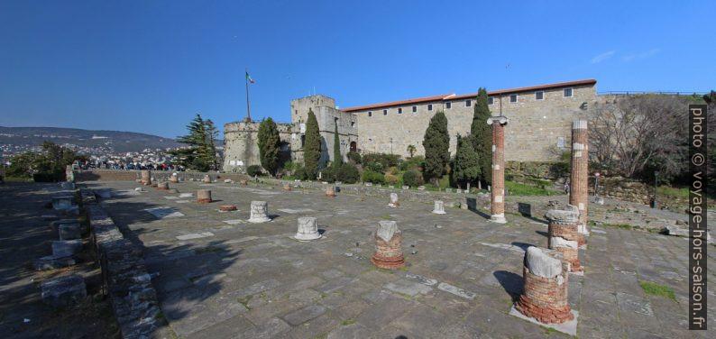 Restes de la basilique romaine de Trieste. Photo © André M. Winter