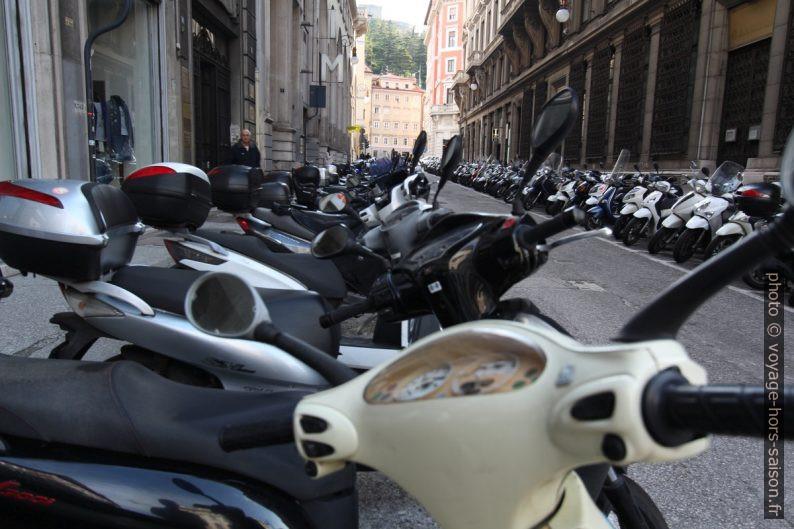 Motos et mobylettes à Trieste. Photo © André M. Winter