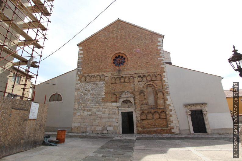 Façade principale de l'église de Senj. Photo © André M. Winter