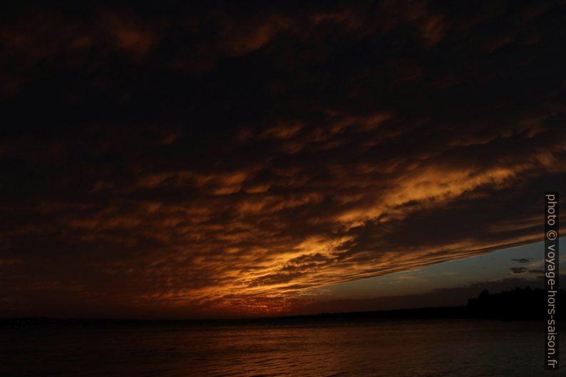 Nuages rouges vus sur l'Île de Pag. Photo © André M. Winter