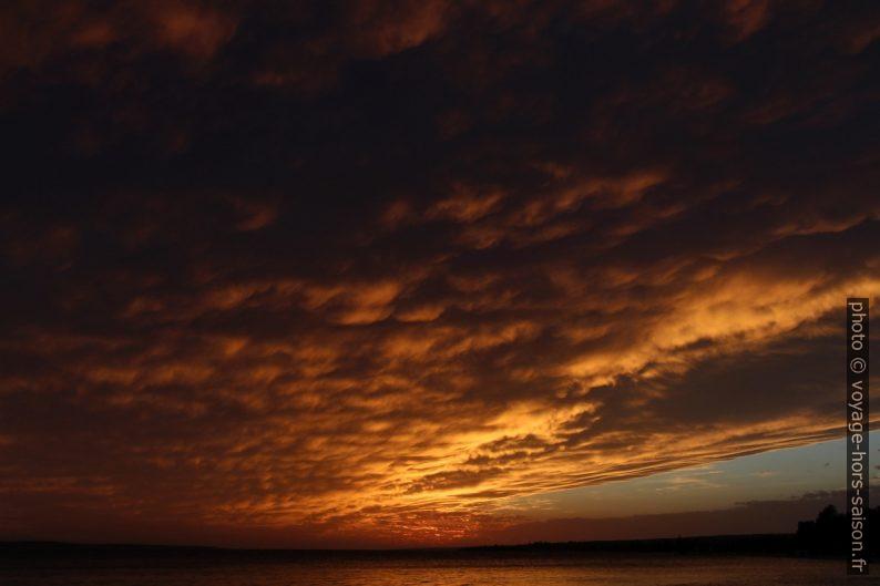 Ciel couvert mais éclaire par le soleil à Šimuni. Photo © André M. Winter