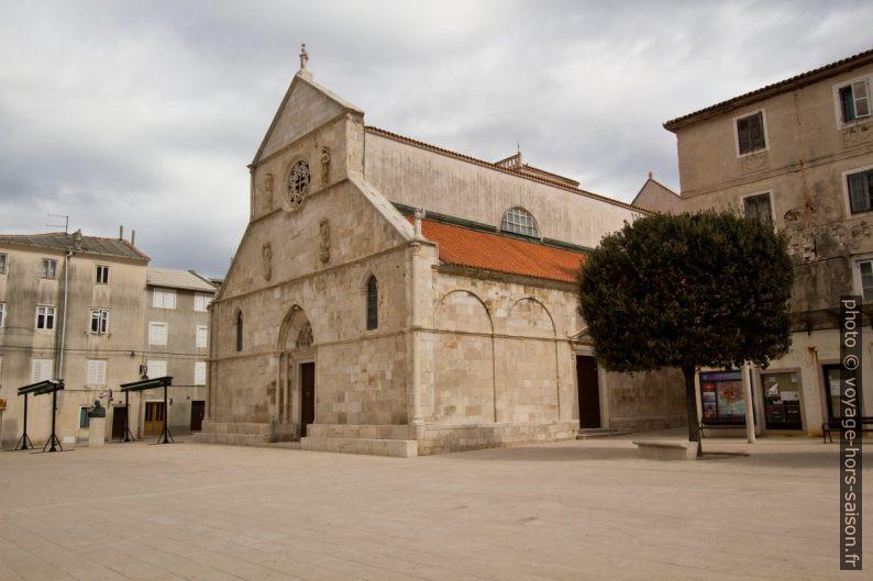 Église Zborna Crkva Marijinog Uznešenja dans le centre de la ville de Pag. Photo © André M. Winter