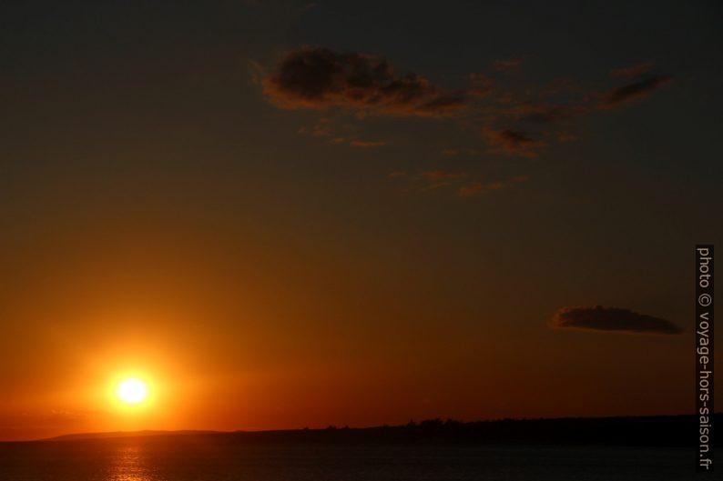 Ciel doré lors du coucher de soleil en Croatie. Photo © André M. Winter