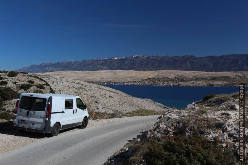 Notre Trafic et le Massif de Velebit au fond. Photo © André M. Winter