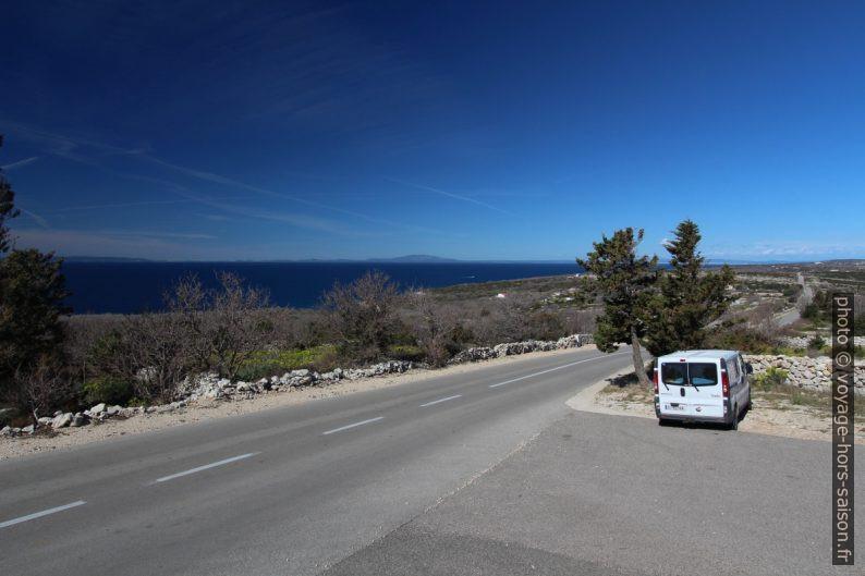 Notre Trafic au bord de la route de la presqu'île de Lun. Photo © André M. Winter