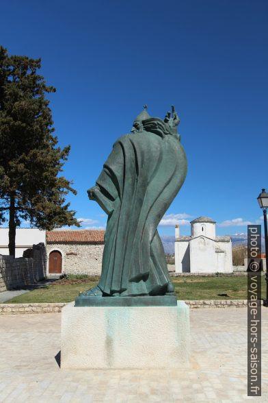 Statue de bronze de Grégoire de Nin. Photo © André M. Winter