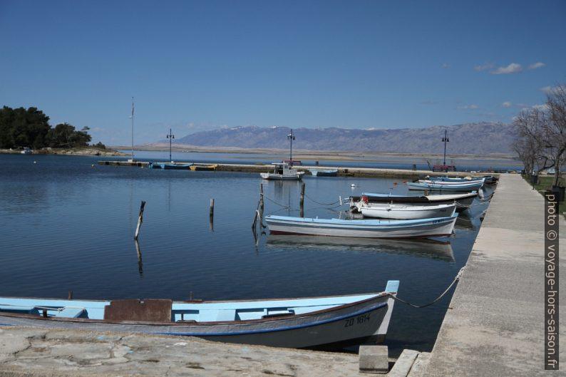 Bateaux dans le port dans la lagune de Nin. Photo © André M. Winter