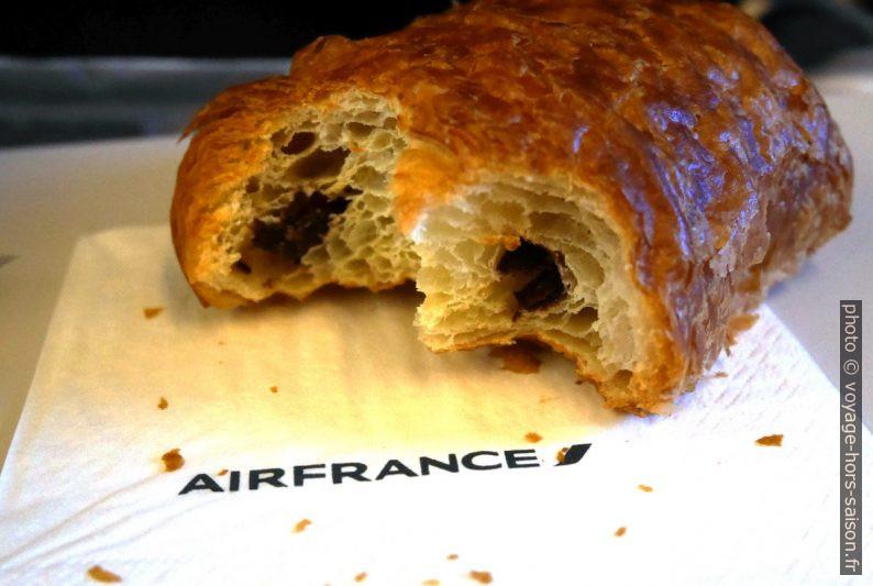 Pain au chocolat servi le matin sur le vol Munich - Paris. Photo © André M. Winter