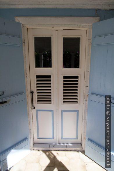 Porte intérieure d'une case créole. Photo © André M. Winter