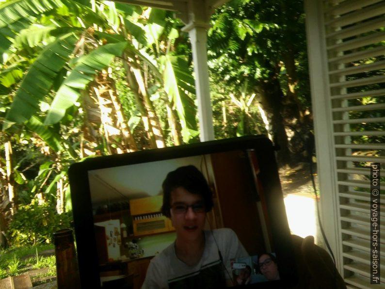 Nicolas par Skype sur la terrasse de la Ti'Kaz. Photo © André M. Winter
