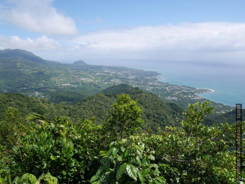 Mornes et côte sud de Basse Terre. Photo © André M. Winter