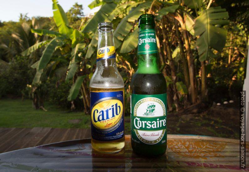 Bouteilles de bière Carib Lager et Corsaire. Photo © André M. Winter