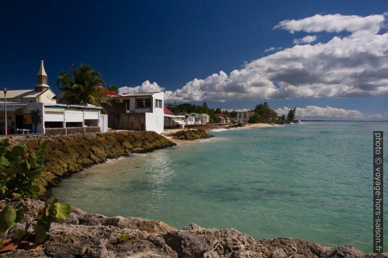 Front de mer de Port-Louis. Photo © Alex Medwedeff