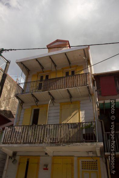 Maison à deux étages à Pointe-à-Pitre. Photo © Alex Medwedeff