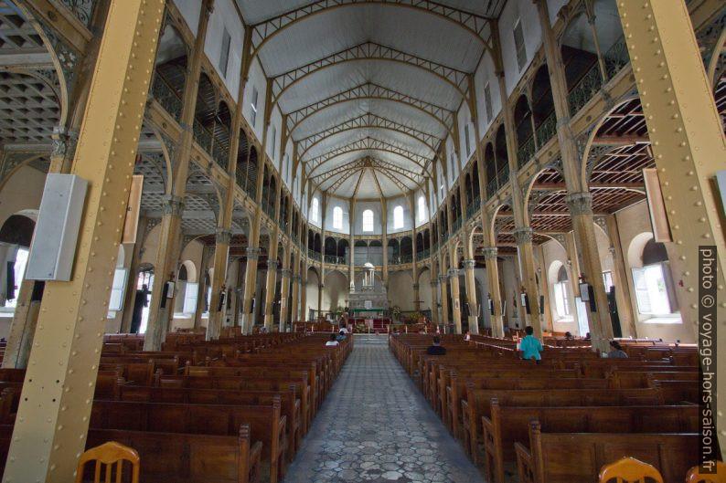 Nef en acier de l'église Saint-Pierre-et-Saint-Paul de Pointe-à-Pitre. Photo © André M. Winter