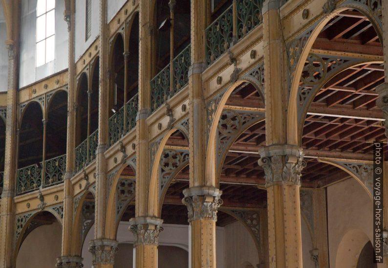 Galerie et collatéral droit de l'église St. Pierre St. Paul. Photo © Alex Medwedeff