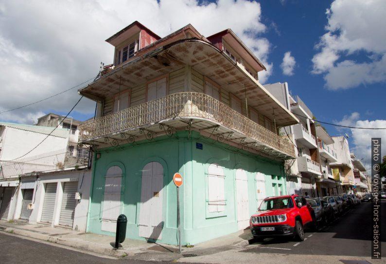 Maison créole de ville à un étage et avec lucarnes. Photo © André M. Winter