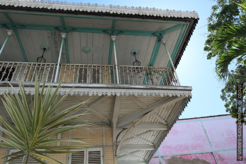 Balcon autour du musée de Saint-John Perse. Photo © Alex Medwedeff