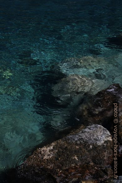 L'eau claire de la Mer des Caraïbes. Photo © Alex Medwedeff