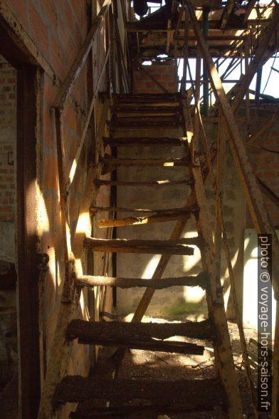 Escalier rouillé. Photo © Alex Medwedeff