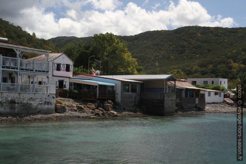 Maisons de Deshaies en bordure de mer partie sud. Photo © Alex Medwedeff