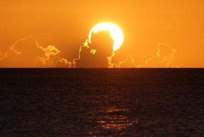 Nuages formant une tête de femme lors du coucher du soleil. Photo © André M. Winter