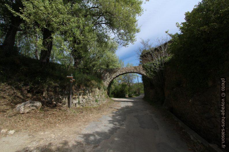 Arc d'un ancien aqueduc. Photo © André M. Winter