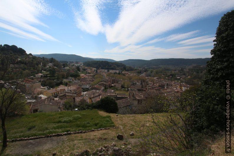 Vue du château sur Salernes. Photo © André M. Winter