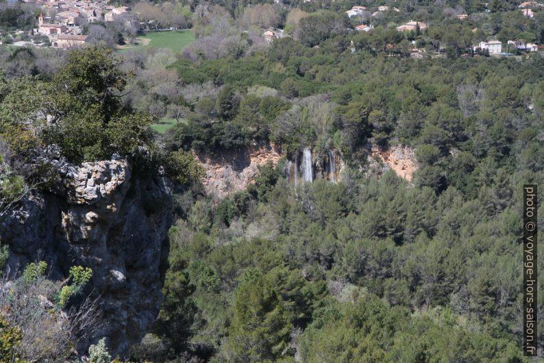La cascade de Sillans vue de la Roque Bérard. Photo © Alex Medwedeff