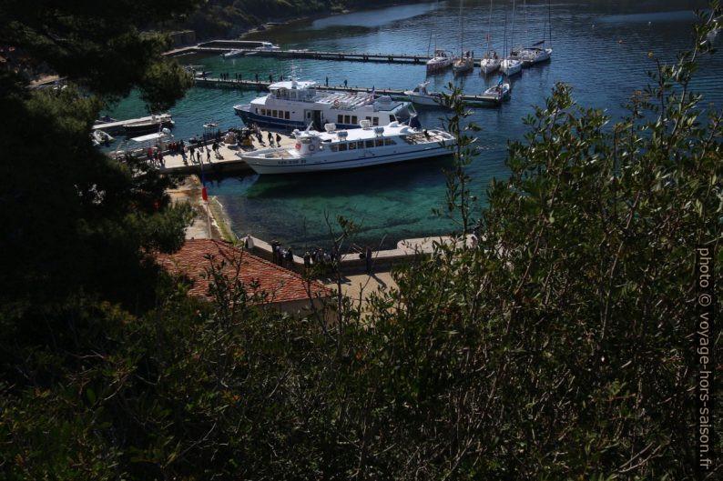 Bateaux Méditerranée XIV et Îles d'Or XV à quai à Port-Cros. Photo © André M. Winter