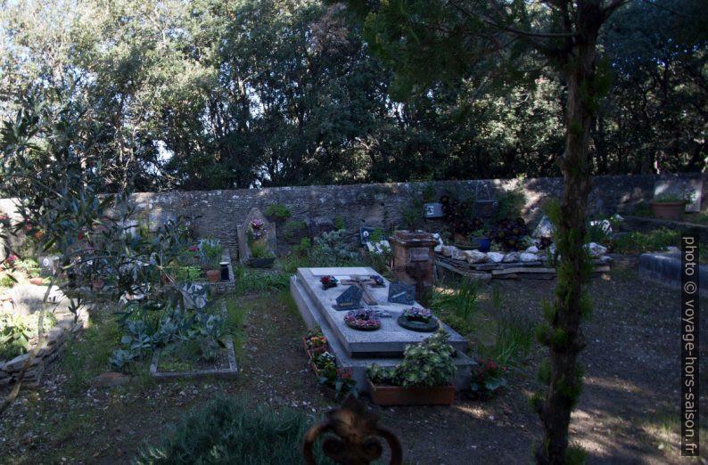 Tombes du cimetière de Port Cros. Photo © André M. Winter