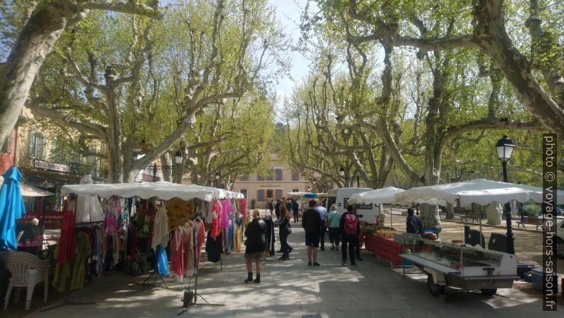 Le marché à Villecroze. Photo © André M. Winter