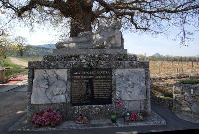 Monument aux héros et martyrs de la Résistance dans le Bessillon. Photo © André M. Winter