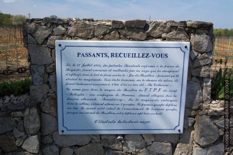 Plaque explicative du Monument aux tombés de la Résistance dans le Bessillon. Photo © André M. Winter