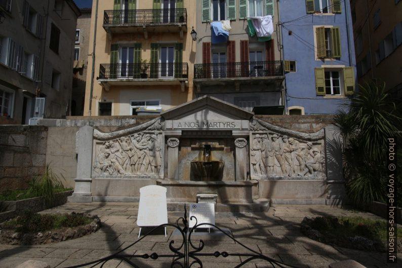 Fontaine du monument aux morts de Barjols. Photo © André M. Winter