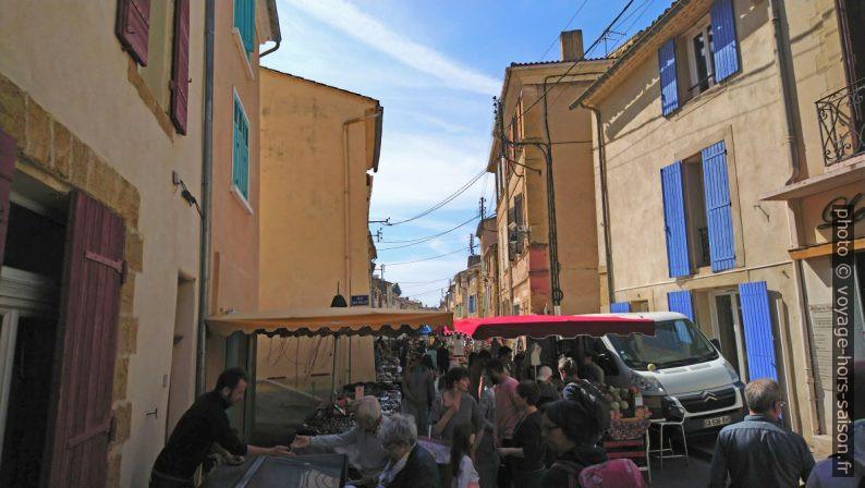 Le marché dans la Rue de la Fraternité. Photo © André M. Winter