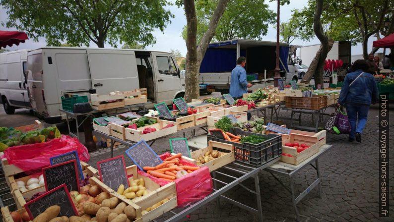 Stand de légumes au marché de Port-de-Bouc. Photo © André M. Winter