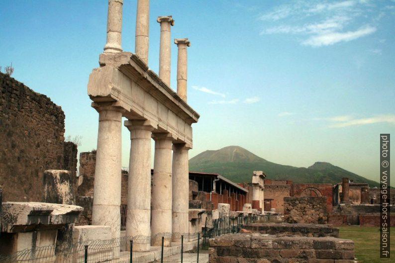 Colonnes du Forum de Pompéi en 2006. Photo © André M. Winter