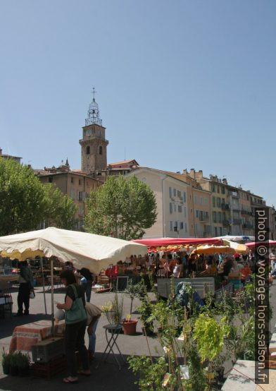 Le marché du samedi de Digne-les-Bains. Photo © André M. Winter