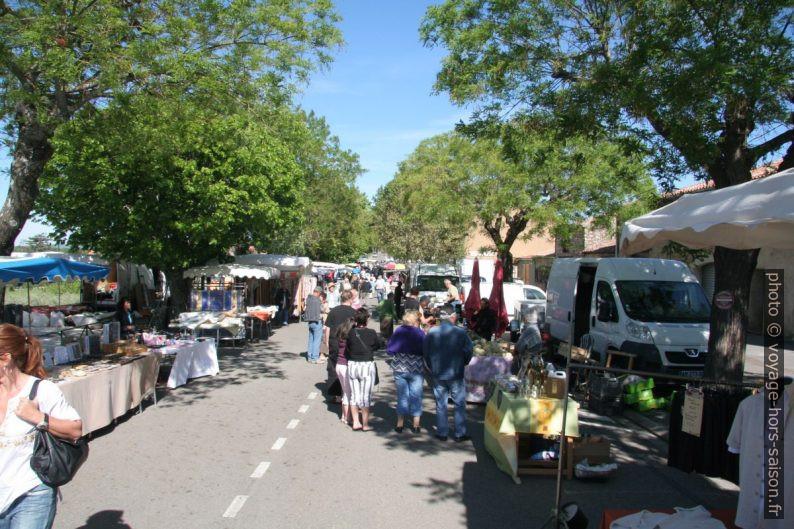 Le marché de Régusse. Photo © André M. Winter