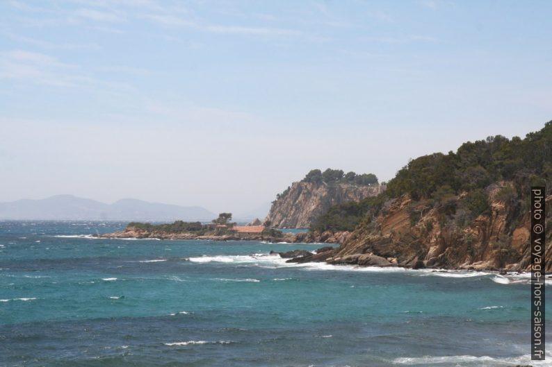 Mer agitée à la Pointe de la Galère et à la Pointe de Malherbe. Photo © André M. Winter