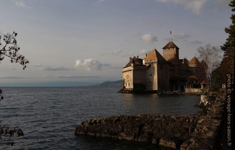 Dumas dit avoir visité le Château de Chillon en détail et avoir vu Byron passer, mais il est presque certain qu'il n'y a pas mis ses pieds. Vue de 2014.