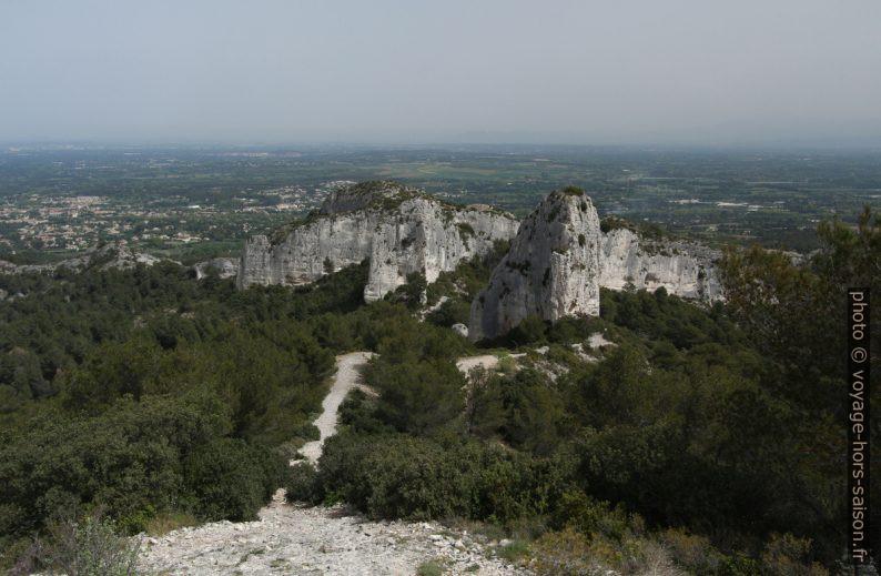 Rocher des Deux Trous vu du sud. Photo © André M. Winter