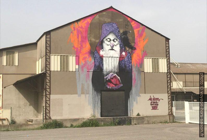 Œuvre de Die Dixons sur les silos de Saint-Étienne-du-Grès. Photo © Alex Medwedeff