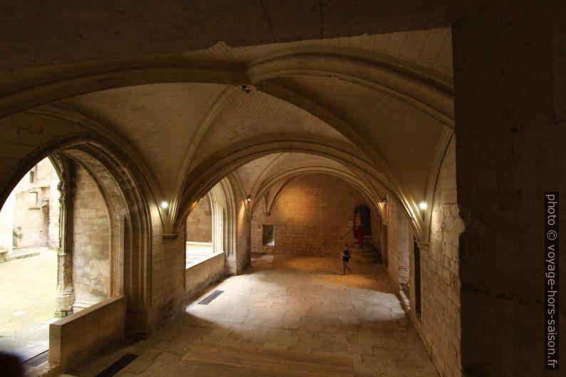 Le rez-de-chaussée est ouvert sur la Cour d'Honneur. Photo © André M. Winter