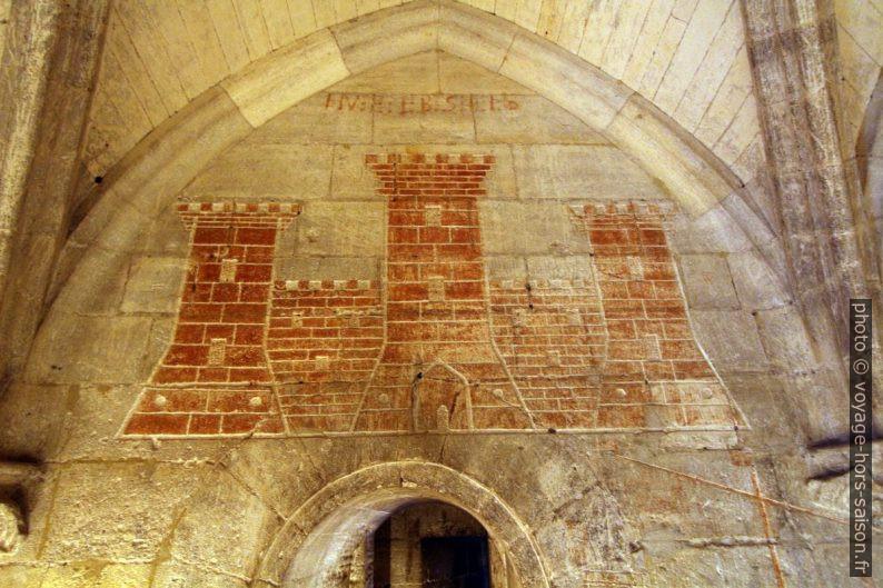 Graffiti gravé par des prisonniers du Château de Tarascon. Photo © André M. Winter
